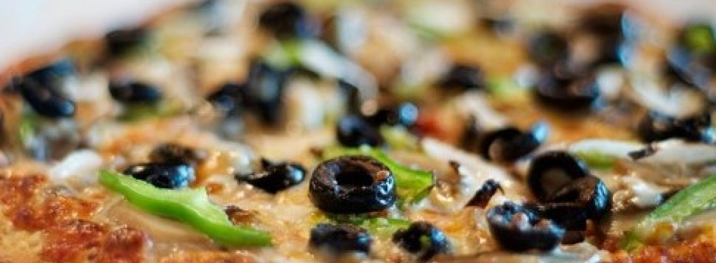 cheese pizza topped with peppers and black olives